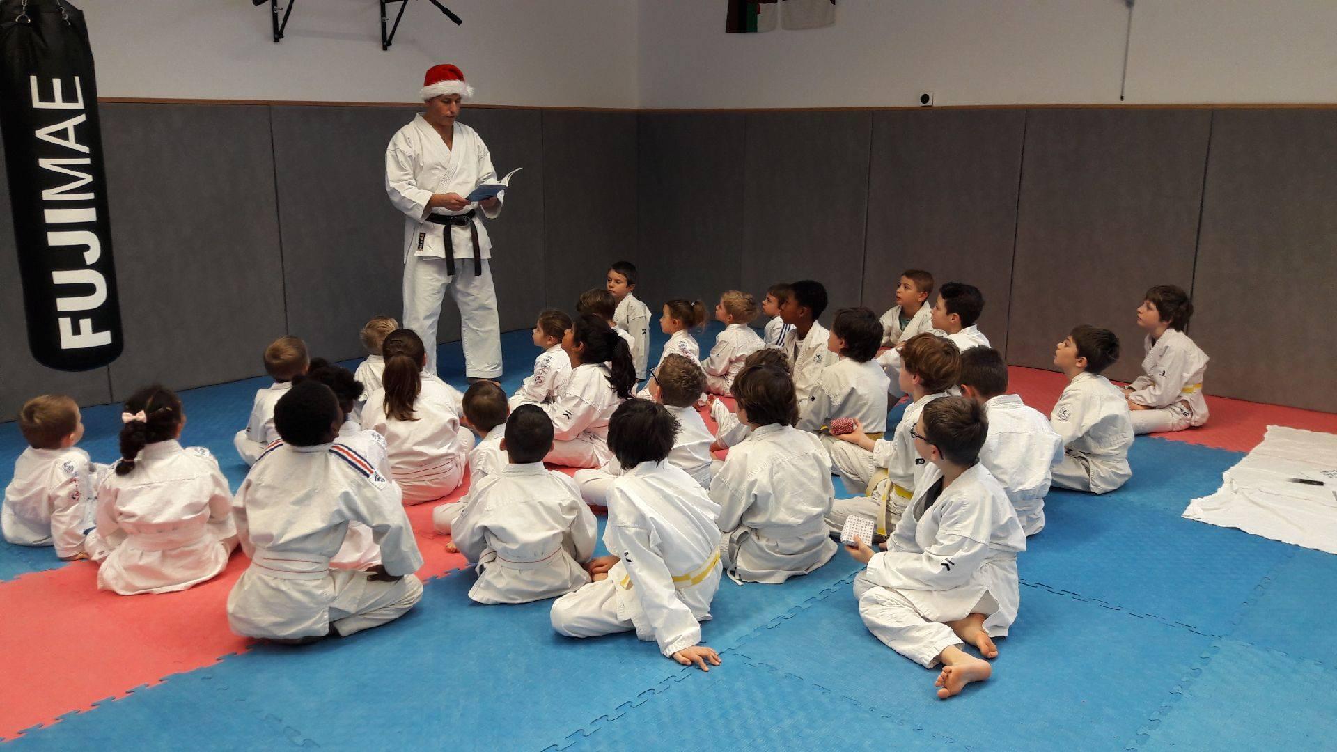 Photo de groupe Karaté enfants pour le karaté noël décembre 2018